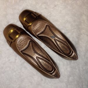 Trotters metallic comfort shoes